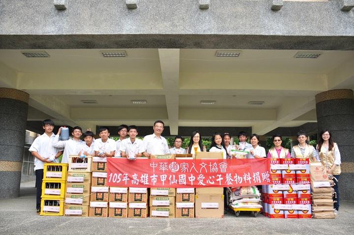 中華道家人文協會捐贈6百公斤五穀米,可讓甲仙國中學生吃2年。圖/中華道家人文協會提供