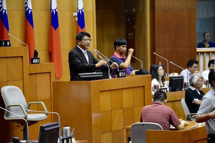 屏東縣長潘孟安今日在屏東縣議會定期大會,以「屏東升級,城鄉躍起」為主軸進行施政報告