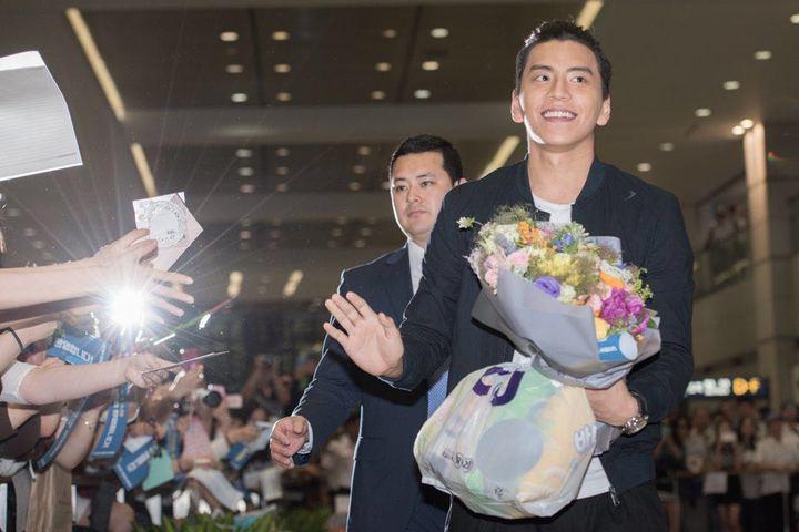 王大陸抵韓國受到大批粉絲歡迎。  圖/最佳 娛樂提供