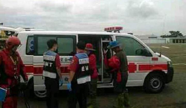 3名登山隊員遭救時均能自己行走,被送往台南市立醫院時均不願就醫,引發浪費公帑爭議。記者賴香珊/翻攝