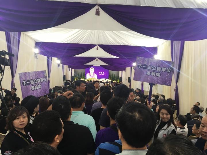 故花蓮市長田智宣告別會場,使用他身前最愛的紫色來布置。記者徐庭揚/攝影