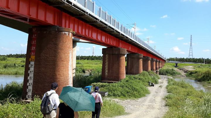 潮州舊鐵橋列縣定古蹟。圖/縣府文化處提供