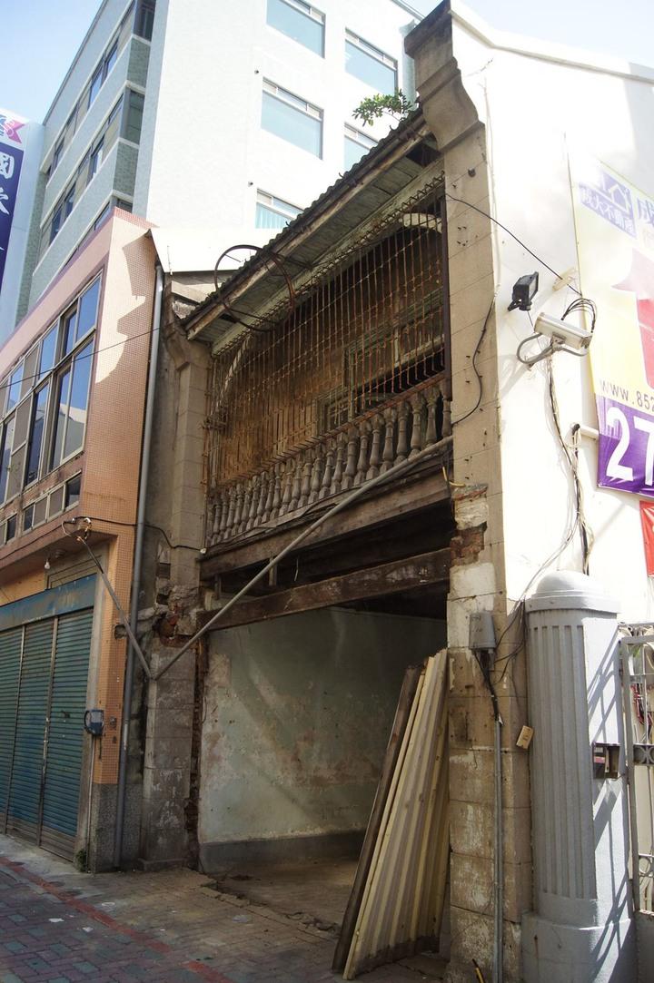 台南市看西教會旁日治時期建築「佐佐木本店」被拆除前的樣子。圖/本報資料照片