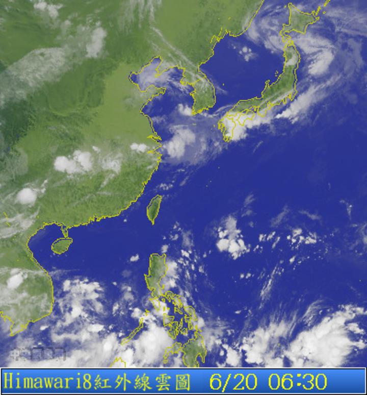 白天各地晴朗炎熱,午後中南部地區及各地山區有局部短暫雷陣雨。圖/翻攝自氣象局網站