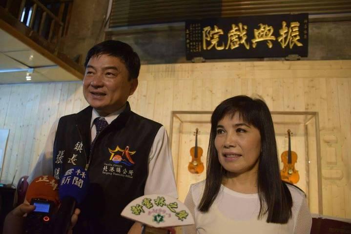 北港鎮長張勝知參加振興戲院首演記者會,肯定藝人駐館的創意。記者蔡維斌/攝影