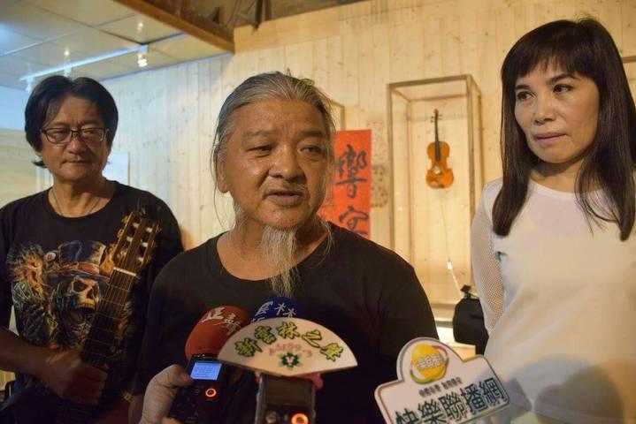 文史工作者也是振興戲院藝文館長黃水水引進街頭藝人活化老戲院。記者蔡維斌/攝影