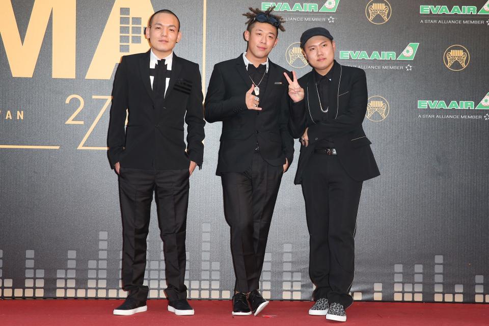 入圍最佳演唱組合獎的玖壹壹走紅毯。記者林澔一/攝影
