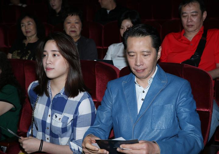 歐陽龍(右)與歐陽妮妮昨天觀賞陽帆演唱會。記者陳瑞源/攝影