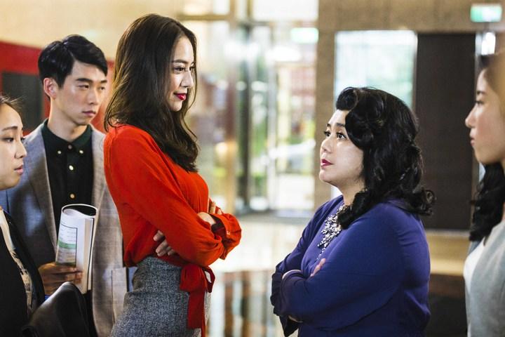 白歆惠(左)與林美秀在「銷售奇姬」較勁。圖/華聯提供