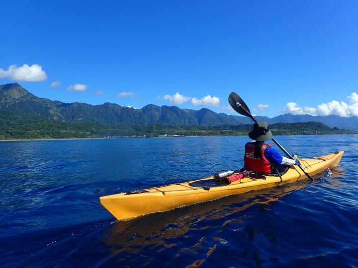 8名台東「孩子的書屋」孩子7月1日航向太平洋藍色公路,享受大海藍天的洗禮。圖/孩子的書屋提供