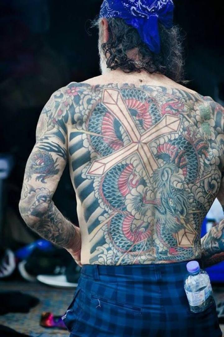 全身刻滿刺青的65歲日本牧師岡田正之,曾加入黑道被稱為不良牧師。圖/不良牧師提供