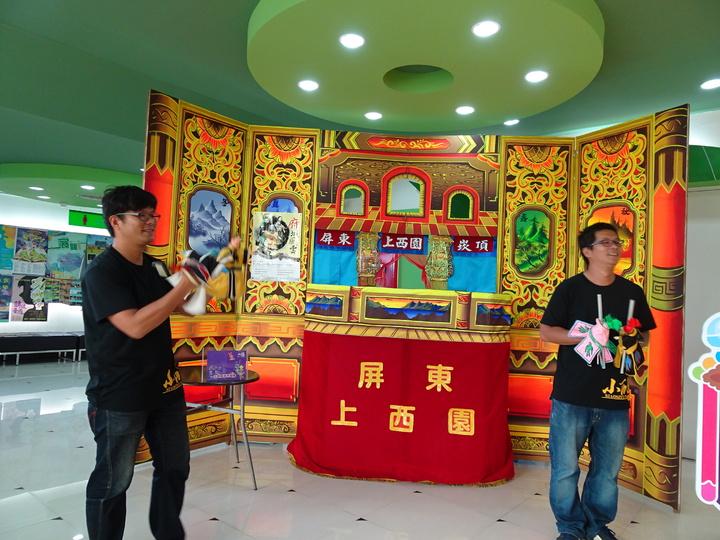 屏東「上西園」掌中劇團是由邱家雙胞胎兄弟所創。記者翁禎霞/攝影