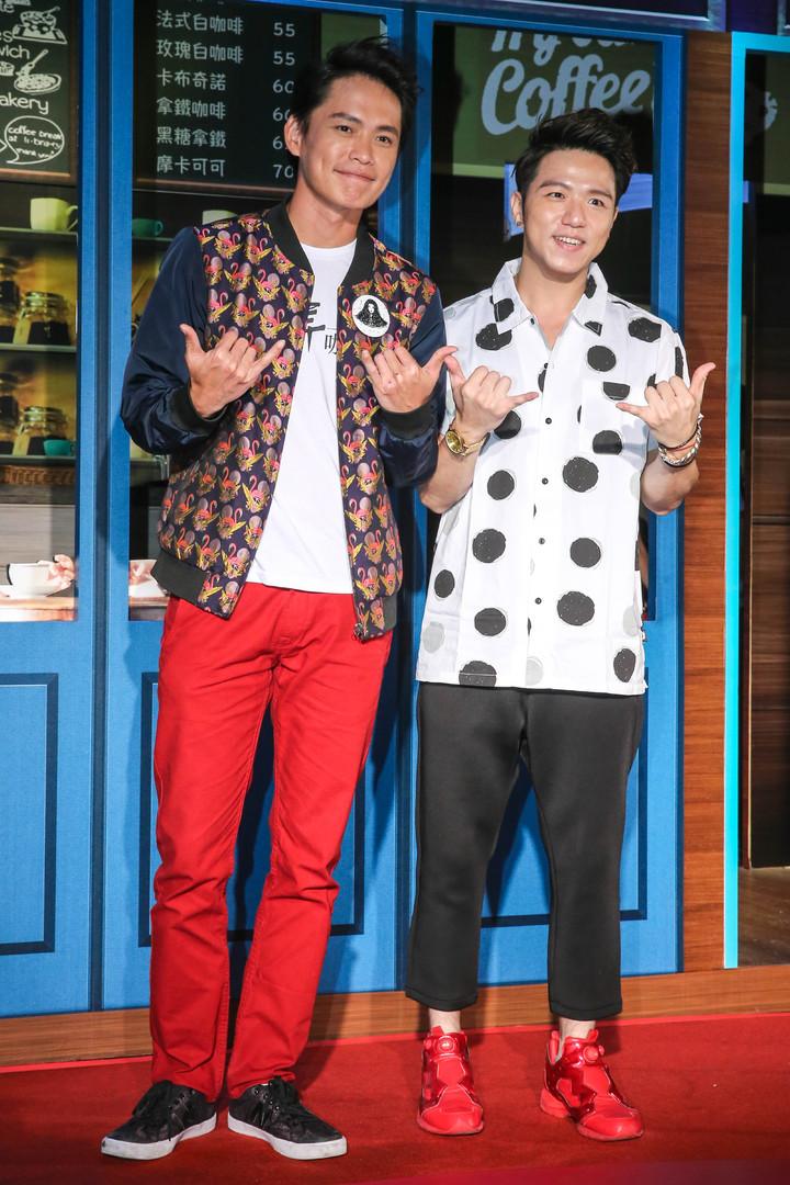 黃鐙輝(左)、大飛(右)出席首映記者會。記者鄭清元/攝影