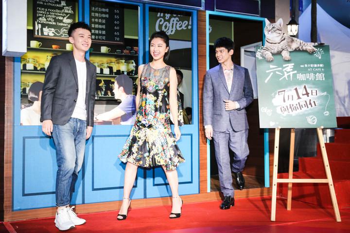 「六弄咖啡館」主要演員董子健(左起)、顏卓靈、林柏宏三人出席首映記者會。記者鄭清元/攝影