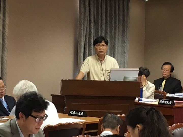 內政部長葉俊榮在立法院內政委員會答詢。   李順德/攝影