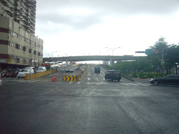 北市府將進行忠孝橋鋼構主梁吊裝作業。圖/新工處提供