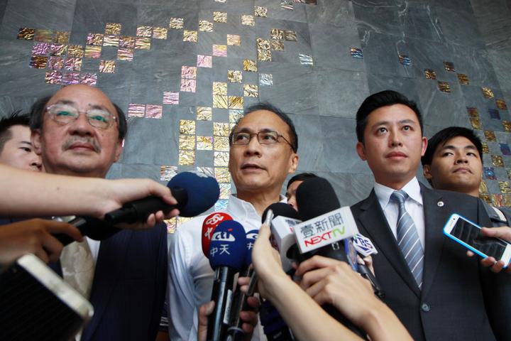 行政院長林全今上午來到新竹國家同步輻射研究中心,並接受媒體的訪問。記者王敏旭/攝影