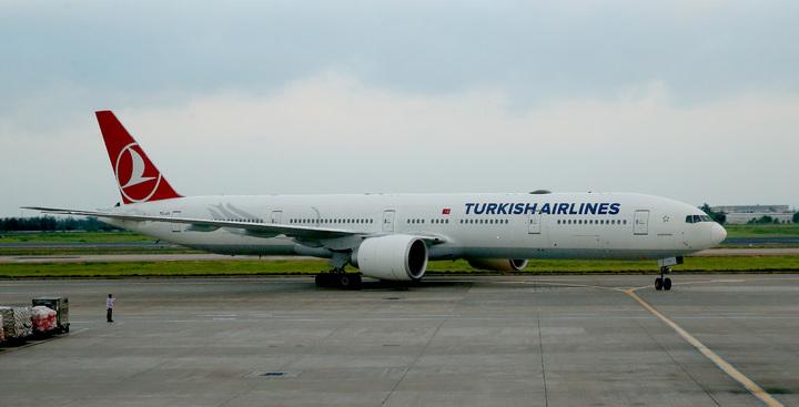 土耳其政變機場關閉,第1班從伊斯坦堡飛出的土耳其航空班機,延誤約12個小時候,17日清晨5時40分平安降落桃園機場。記者陳嘉寧/攝影