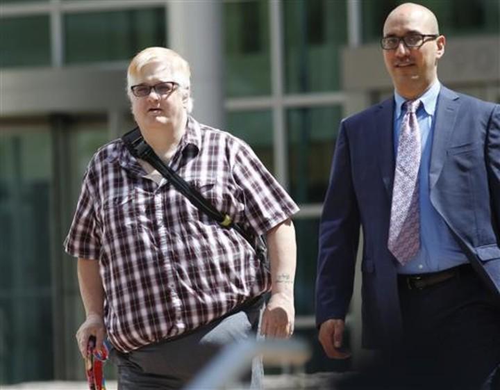 藺姆(圖左)和律師20日在聽審後步出聯邦法庭。美聯社