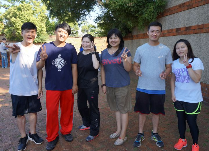 國民黨台中市黨部今清晨舉辦公益路跑,7月起新加入16名年輕黨工,為藍營注入新血。記者洪敬浤/攝影