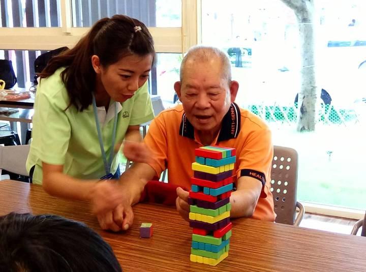 台中市65歲以上老人健保費免費,明年起將縮小範圍,只補助低收、中低收老人。圖/台中市政府提供
