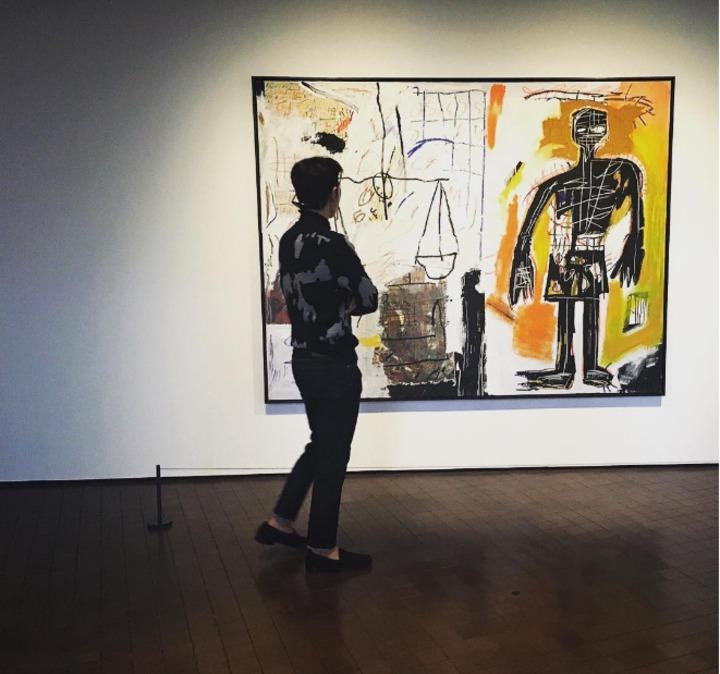 平時T.O.P的instagram就常看到他與各種藝術作品的合照。圖/摘自choi_seung_hyun_tttop instagram