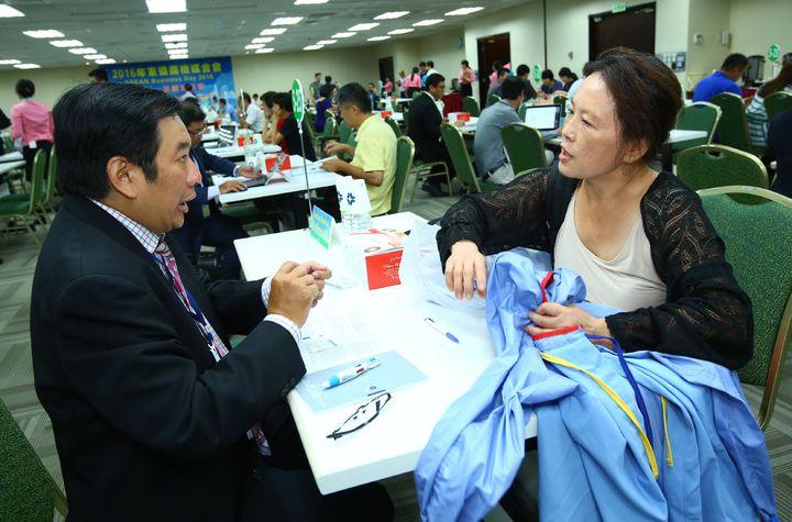 貿協舉行東協商機媒合會,台商與買主一對一洽談。記者高詩琴/攝影