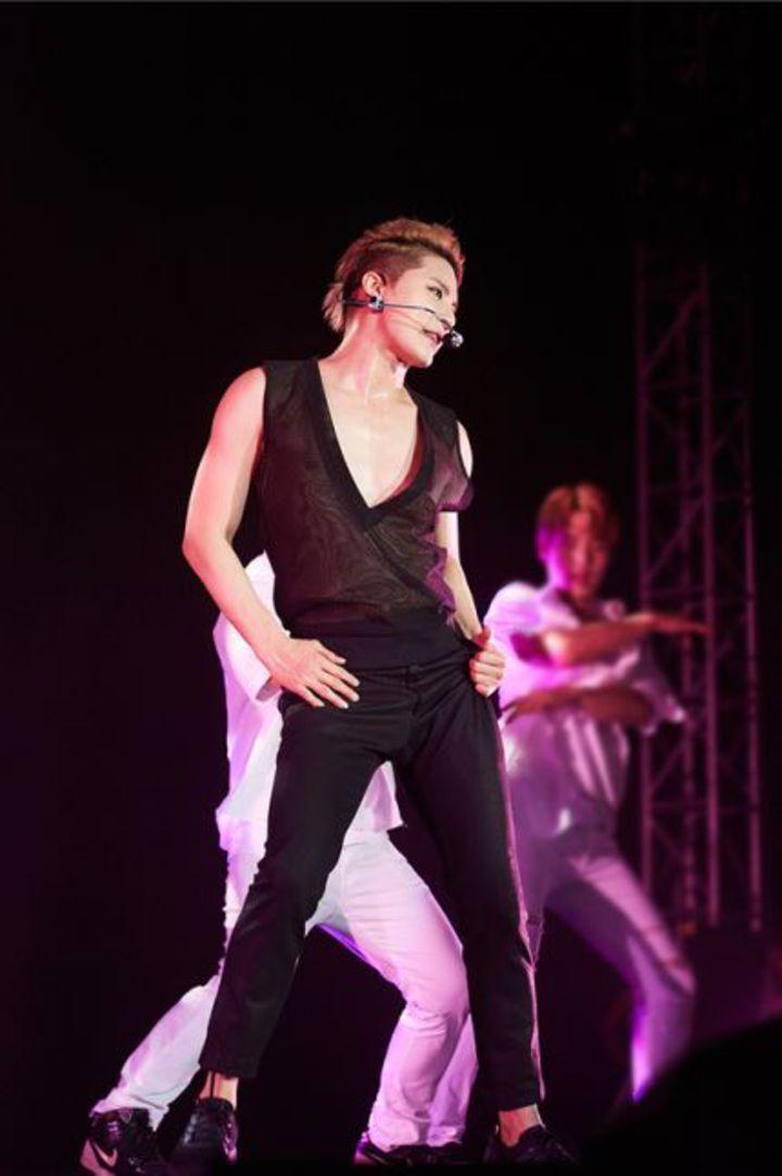 金俊秀上海開唱,穿深V背心勁歌熱舞,粉絲深陷其魅力當中。圖/C-Jes娛樂提供