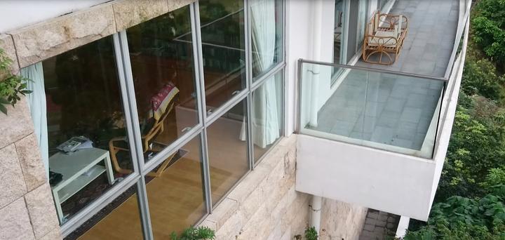 香港中大晨興書院,提供300名師生住宿和學習空間,這間是院長宿舍,裡面住著諾貝爾 1996年經濟學獎得主莫理斯(Sir James Mirrlees),住宿生可敲門跟大師聊天。記者王彩鸝/攝影