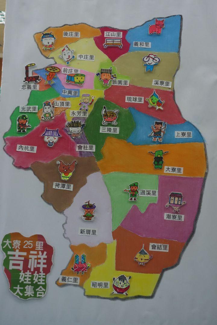 學員們規劃設計大寮區25里的吉祥娃娃大集合,一看地圖就知道各里的特色,淺顯易懂。記者劉星君/攝影