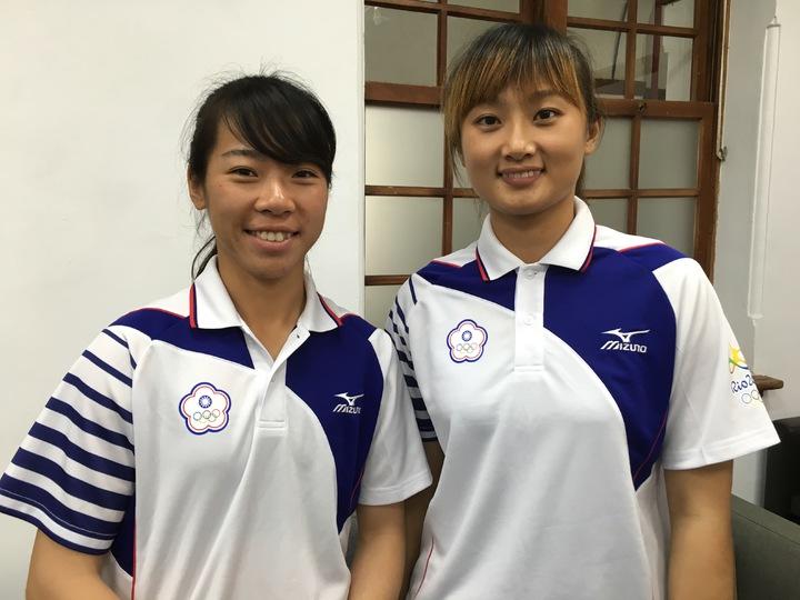 里約奧運女子射箭隊選手,譚雅婷(右)、林詩嘉(左)。記者蔡昕穎/攝影(資料照)