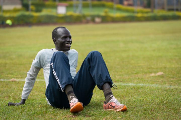 比爾由蘿魯蓓親自訓練,從赤腳跑進奧運。圖/取自國際奧會官網