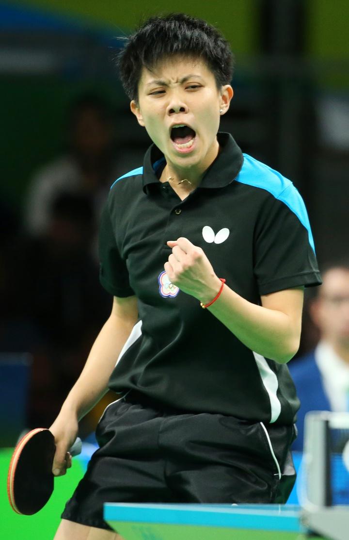 里約奧運桌球女子團體賽下午由中華臺北出戰香港,目前以1:2落後;鄭怡靜率先搶下一分。特派記者陳正興/攝影