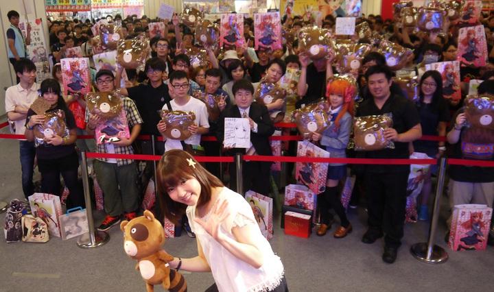 動畫「月刊少女野崎同學」聲優小澤亞李現身漫博,粉絲擠爆會場。圖/曼迪提供