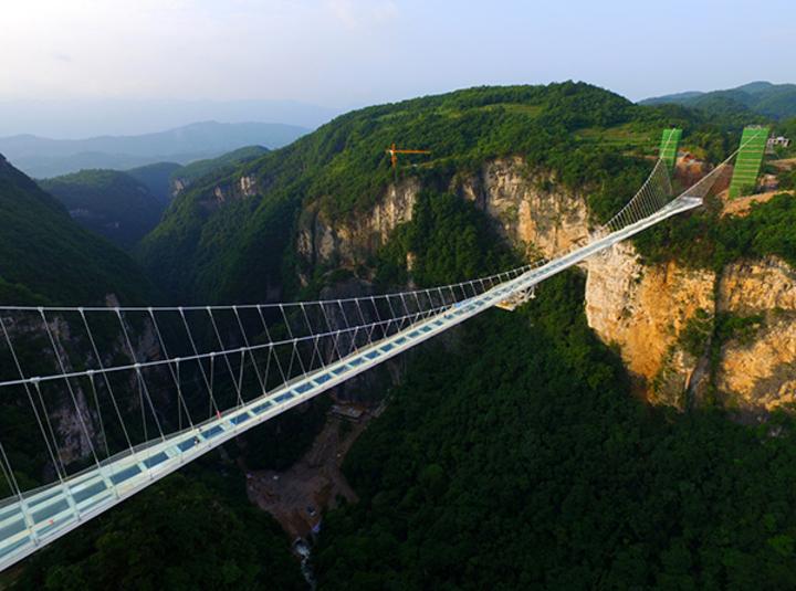 擁有多項世界之最的張家界大峽谷玻璃橋。(取自澎湃新聞)