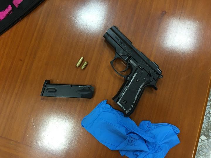 歹徒持道具槍犯案。圖/學甲警分局提供