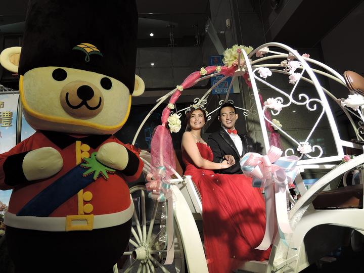 新北市第二場聯合婚禮將走英國浪漫風,新人都能乘坐馬車進場,感受童話般的浪漫。記者陳珮琦/攝影