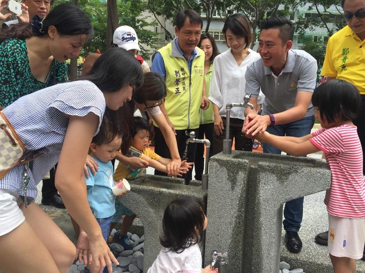 新竹市中央公園貼心設計洗手區,不怕沒處清潔手腳。記者李青霖/攝影