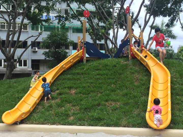 新竹市中央公園地景式溜滑梯。記者李青霖/攝影