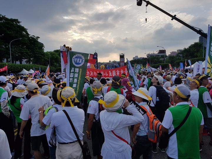 九三軍人結集會遊行,警方粗估現場約11萬7000人。