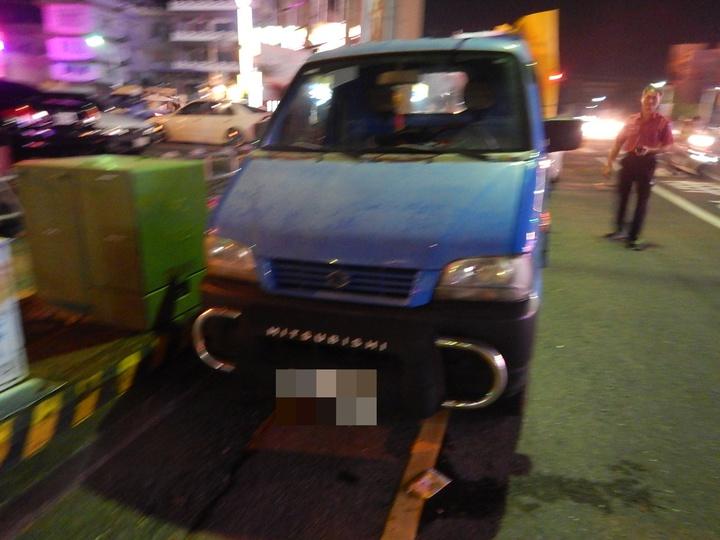 嘉市府警察局、消防局的聯合編組,昨晚在興達路查獲持有非法炮竹。記者林伯驊/翻攝