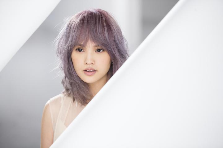 楊丞琳新歌「年輪說」走深刻路線。圖/EMI提供