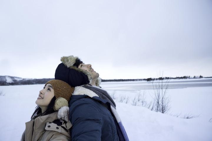 林依晨與鳳小岳在在電影「我的蛋男情人」中火花四射。圖/逆光電影提供