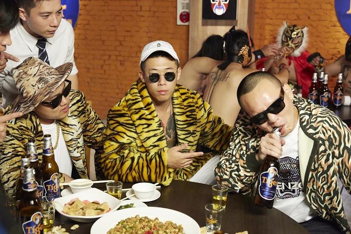 玖壹壹拍攝「Tiger打鐵」MV比賽秀絕技。圖/混血兒娛樂提供