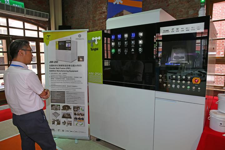 東台精機所製造,全國第一台3D列印的工業機台。記者杜建重/攝影