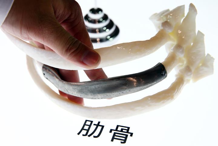 3D列印的肋骨。記者杜建重/攝影