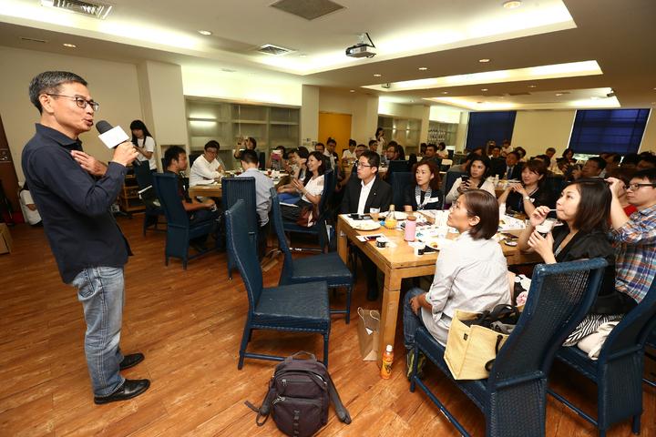 第2屆社企流iLab社會企業育成計畫開學典禮,iLab校長顏漏有(左一)致詞。記者王騰毅/攝影