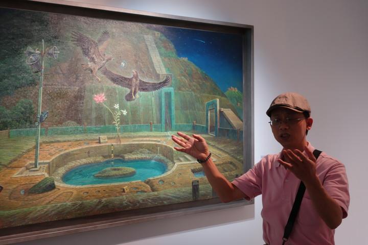 草屯鎮毓繡美術館將用畫作完整呈現當代藝術家連建興的創作歷程,讓魔幻寫實風吹進南投縣。記者賴香珊/攝影