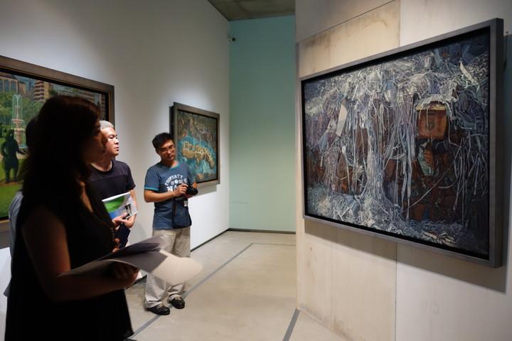 當代藝術家連建興畫作將在南投縣草屯鎮毓繡美術館展出至明年1月中旬。記者賴香珊/攝影