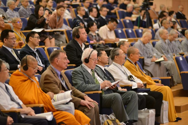 2016年「第四屆慈濟論壇」今明兩天在台北慈濟新店靜思堂舉行,慈濟基金會今日指出,這會座談廣邀全球知名宗教、哲學、與非營利組織等學者專家參與,就「宗教學、管理學及全球化」提出論述。 慈濟基金會提供